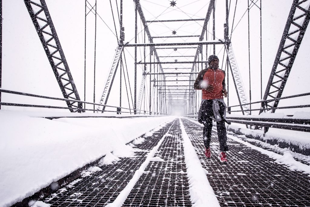 running-walnut-street-bridge-winter-9884